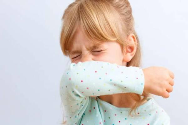 Ребенок не переставая кашляет