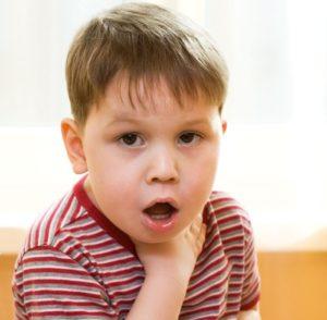 Что делать, если ребенок сильно кашляет ночью и как ему помочь