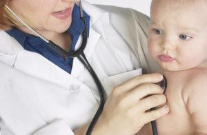 Как лечить сухой кашель у грудничка с температурой и без
