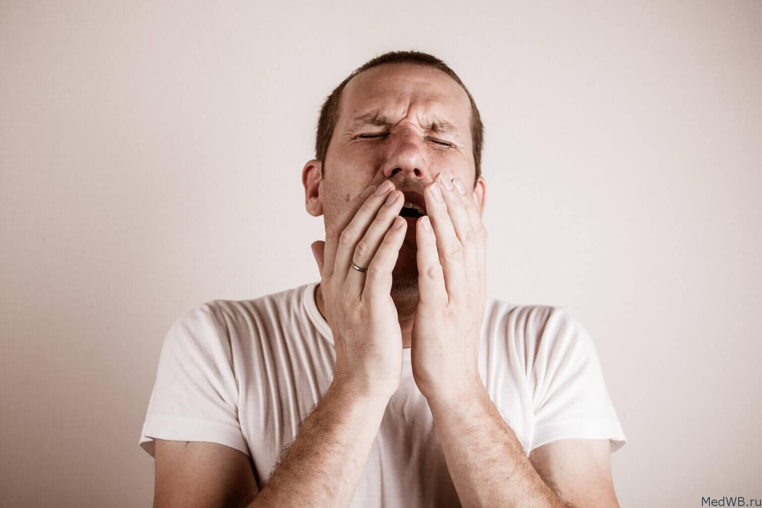 от сухости в горле начинается кашель до рвоты синтетические