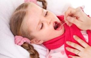 Чем можно лечить кашель у ребенка в 2 года
