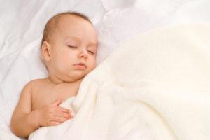 Почему ребенок кашляет, когда спит и что делать