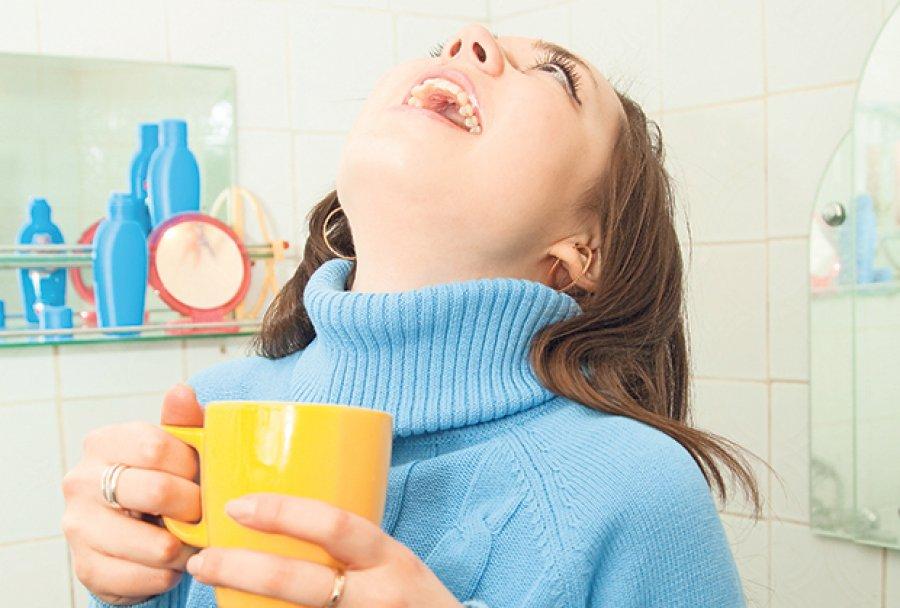 При ангине чем полоскать горло беременным